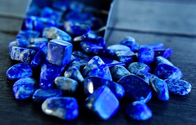 Lapis lazuli piękny naturalny niebieski kamień do wyrobu biżuterii
