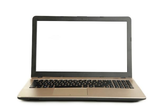 Laptop na stole z pustym ekranem