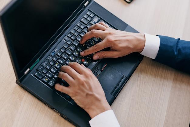 Laptop praca technologia komunikacji internet. zdjęcie wysokiej jakości