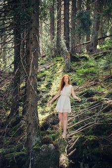 Lasowa tajemnicza chodząca kobieta