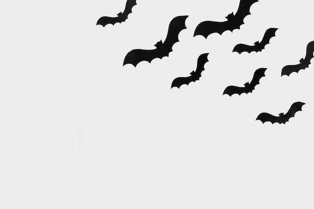 Latające nietoperze wycięte z papieru