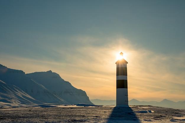 Latarnia morska kapp ekholm w billefjorden, spitsbergen w norwegii