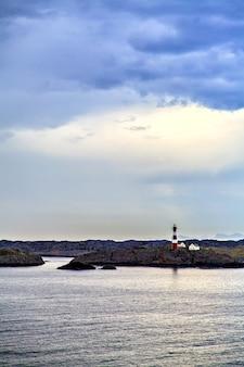 Latarnia morska na wybrzeżu morza północnego, norwegia