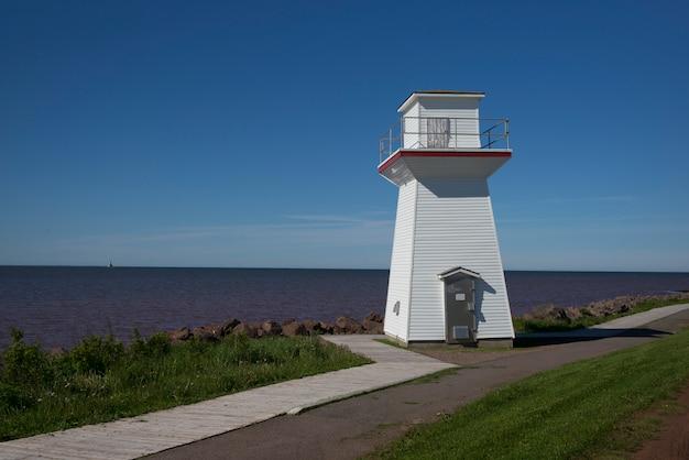 Latarnia morska na wybrzeżu, summerside, prince edward island, kanada
