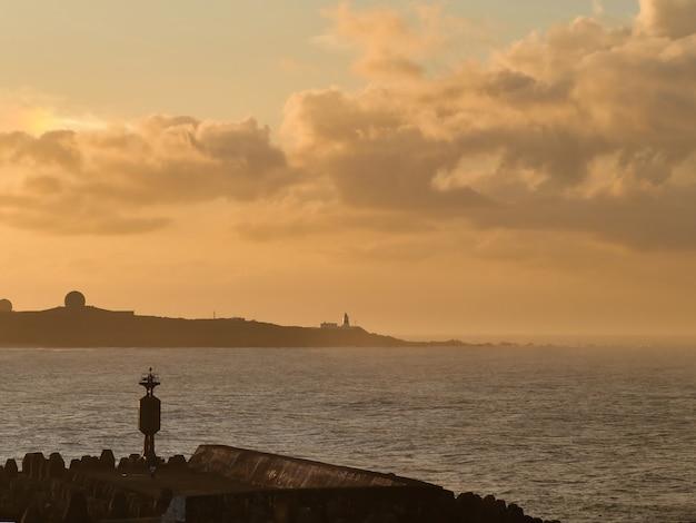Latarnia morska o zachodzie słońca na tajwanie