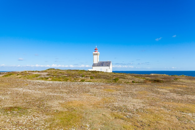 "Latarnia morska ""poulains"" na słynnej wyspie belle ile en mer we francji"