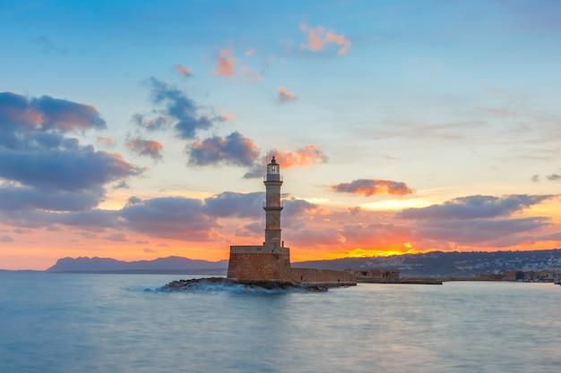 Latarnia morska przy zmierzchem, chania, crete, grecja