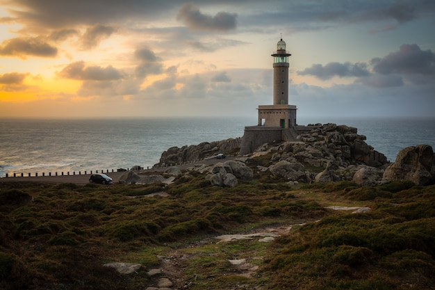 Latarnia morska punta nariga w galicji w hiszpanii