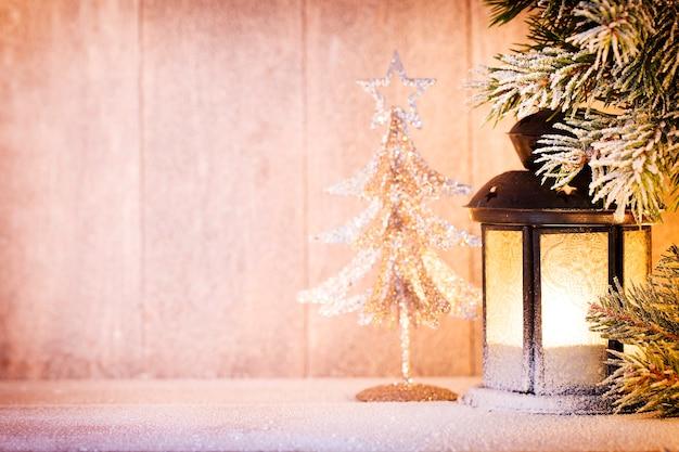 Latarnia. świąteczne światło, świąteczny wystrój i scena.