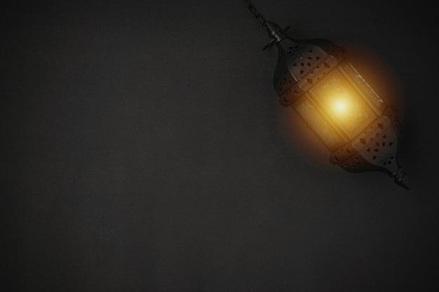 Latarnia świeca na czarnym tle. oszałamiająca latarnia ramadan świeca na czarnym tle.