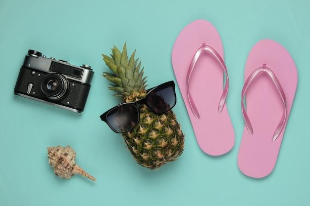 Lato w tle. zabawa i humor. pojęcie wakacji na plaży, podróży