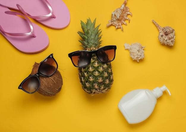 Lato w tle. zabawa i humor. pojęcie wakacji na plaży