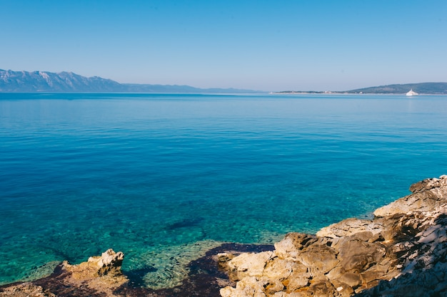 Lato wybrzeża morza adriatyckiego widok