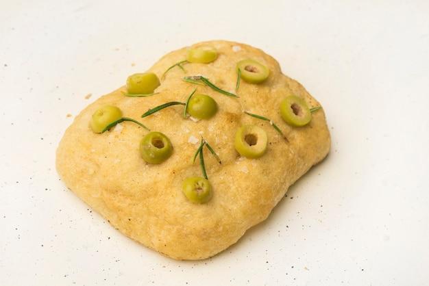 Łatwy chleb focaccia z rozmarynem i czosnkiem
