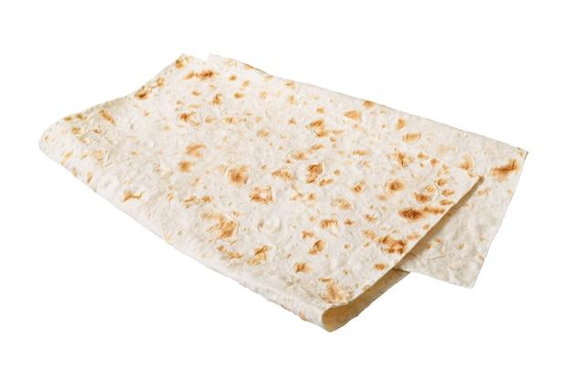 Lavash ormiański i turecki płaski chleb na białym tle.