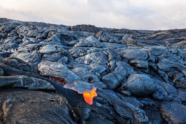 Lawa płynie na big island na hawajach