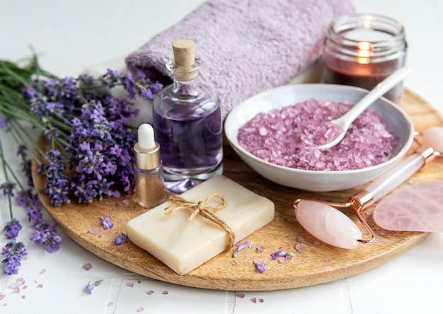 Lawendowe spa olejki eteryczne ręczniki z soli morskiej i ręcznie robione mydło