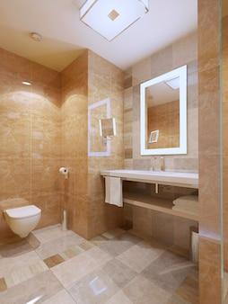 Łazienka w nowoczesnym stylu, jasny pokój z marmurowymi kafelkami i konsolą do umywalki.