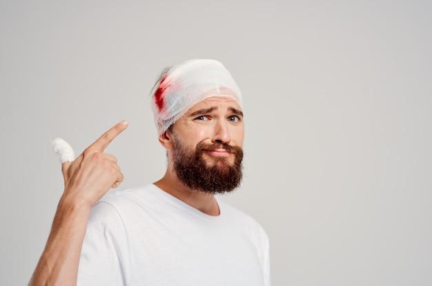 Leczenie problemów zdrowotnych urazów głowy i ramion człowieka. zdjęcie wysokiej jakości