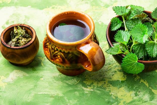 Lecznicza herbata z pokrzywą