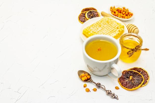 Lecznicza herbata z rokitnika przepysznie aromatyczna pełna witamin i mikroelementów