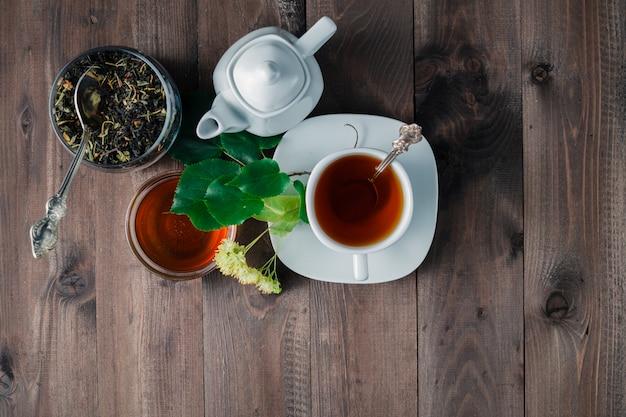 Lecznicza herbata z ziołami i kwiatem lipy