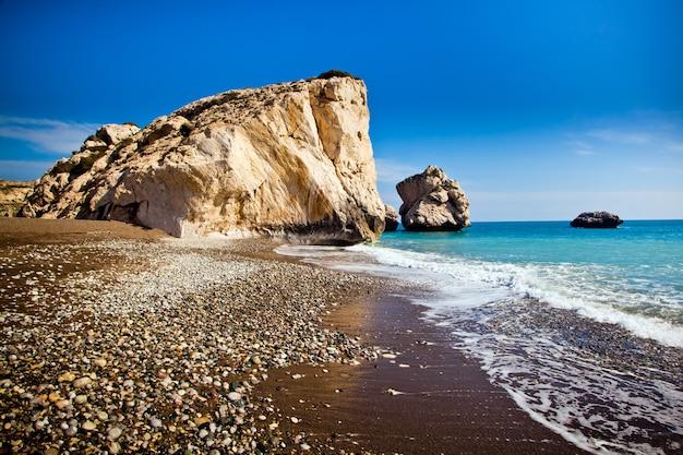 Legendarne miejsce narodzin afrodyty w pafos na cyprze