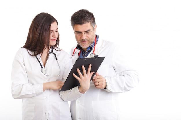 Lekarz bada prześwietlenia