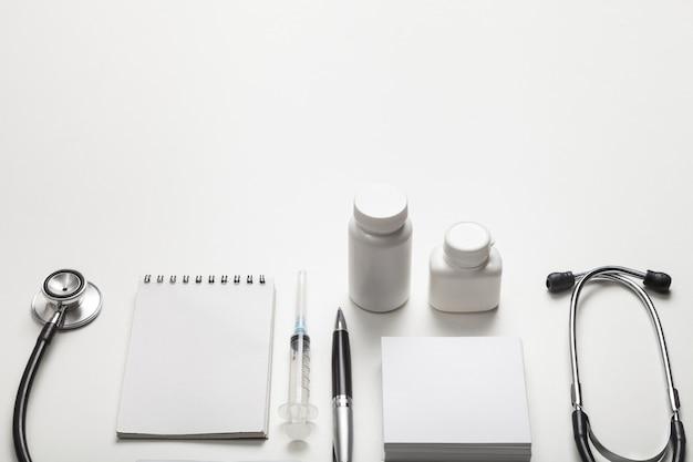 Lekarz budżet zdrowie zbliżenie formularz badania butelek