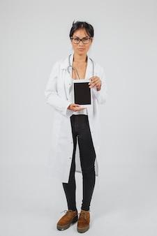 Lekarz i tablet