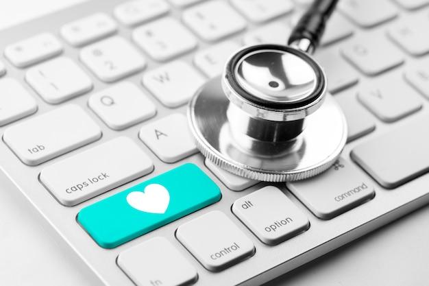 Lekarz medycyny i pielęgniarka pracuje z medycznych ikony