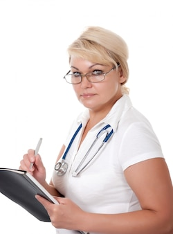 Lekarz medycyny kobieta z stetoskopem odizolowywającym na bielu