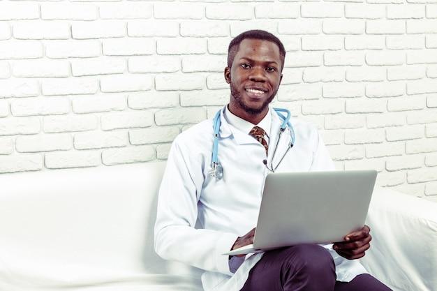 Lekarz mężczyzna lekarz medycyny