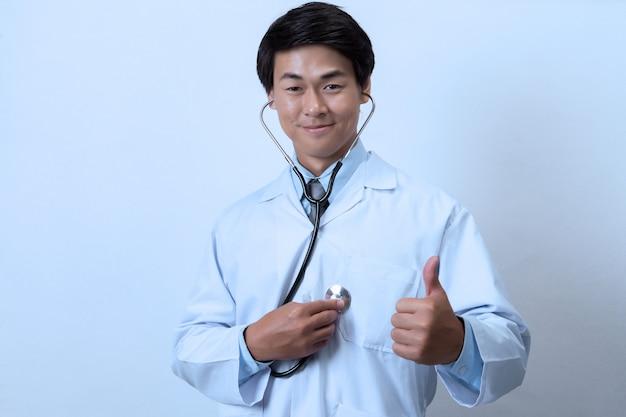 Lekarz na białym tle