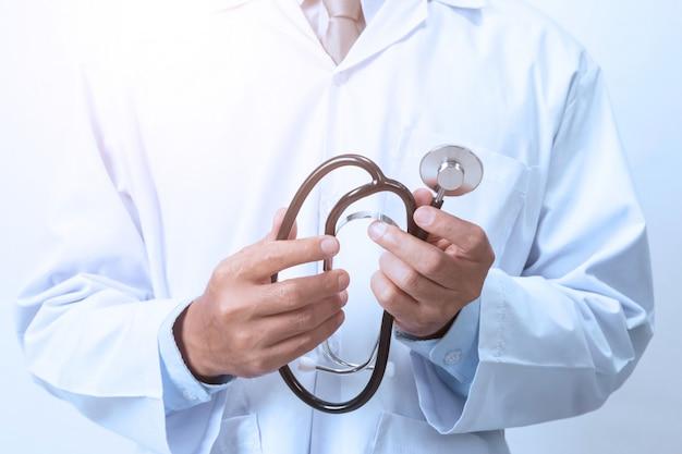 Lekarz na białym
