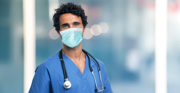 Lekarz noszenie maski