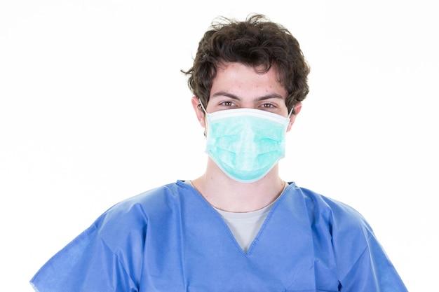 Lekarz noszenie ubrania chirurgicznego