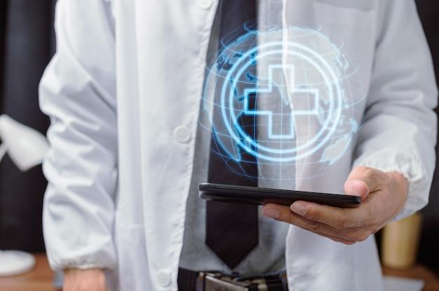 Lekarz pokazujący oznaki punkt medyczny