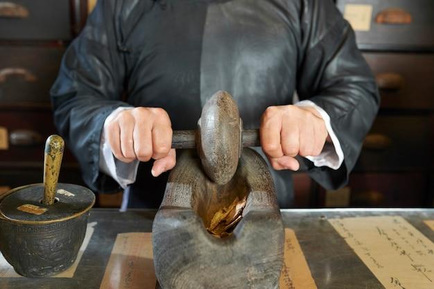 Lekarz proszący suszone shiitake