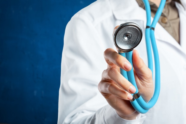 Lekarz stetoskopem