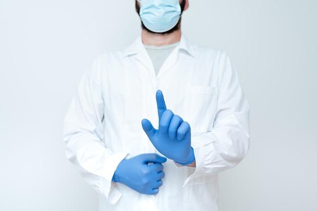 Lekarz wyjaśniający terminy medyczne, naukowiec uczący bezpieczeństwo laboratorium, chemik wykłady naukowe, dyskusje, noszenie zawodu odzież robocza odzież ochronna