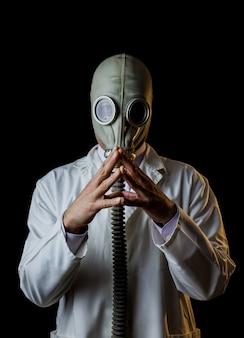 Lekarz z maską gazową, rysowanie planu