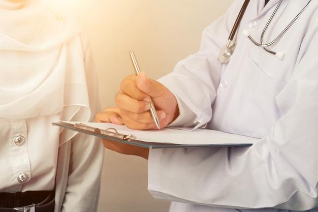 Lekarz z pacjentem
