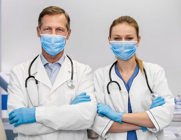 Lekarze w szpitalu