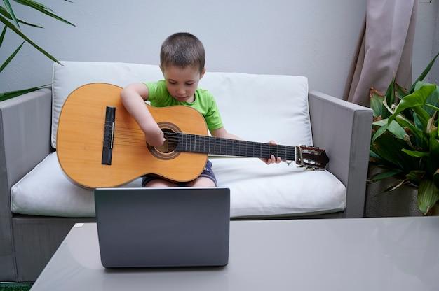 Lekcje gry na gitarze w internecie