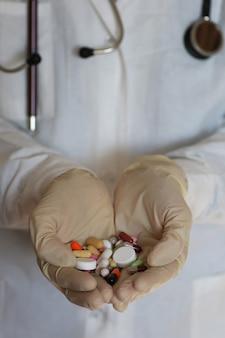 Leki w koncepcji ręki lekarza zdrowego życia