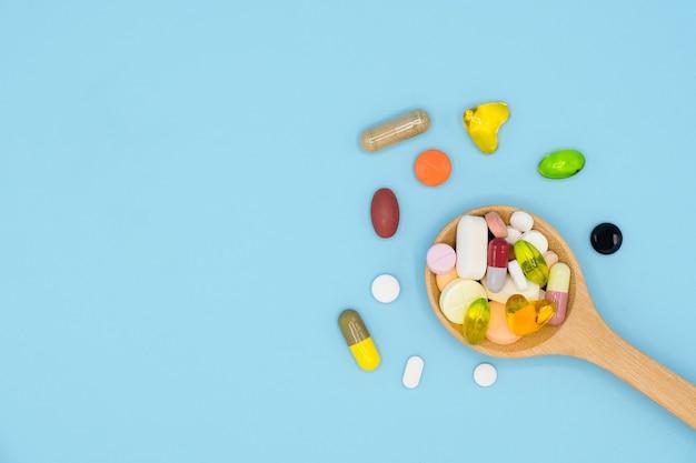 Leki widok z góry w drewnianą łyżką z miejsca na kopię