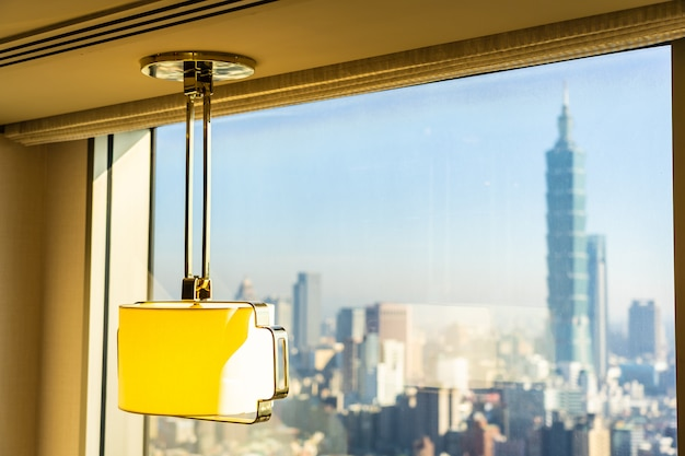 Lekka dekoracja lampy w pokoju