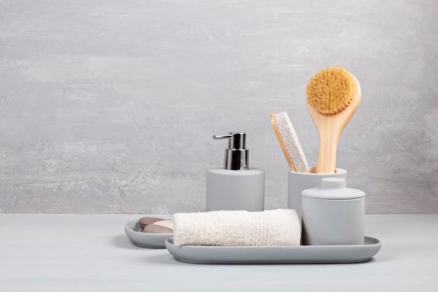 Lekkie, ceramiczne akcesoria do kąpieli