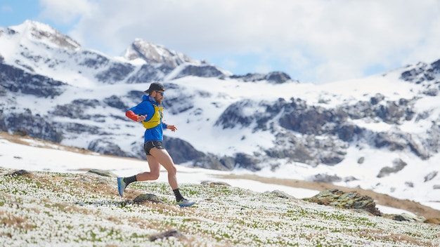 Lekkoatletyka podczas treningu górskiego na wiosnę